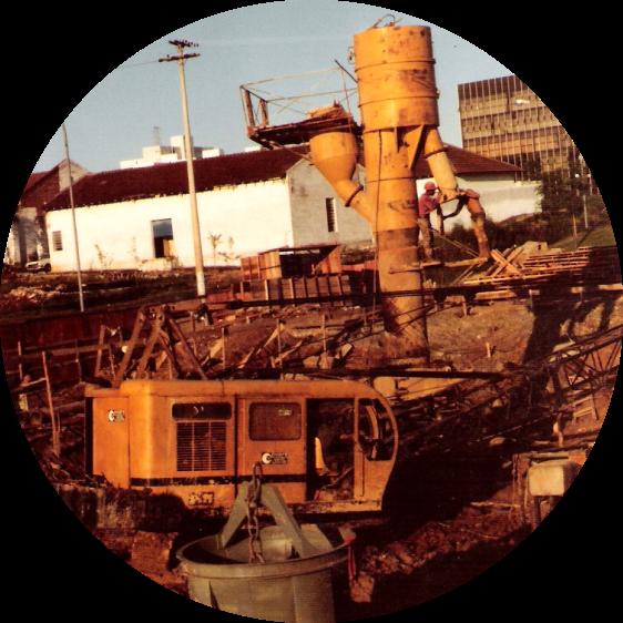 Imagem de uma obra em construção da Fonfisa, mostra máquinas da empresa trabalhando
